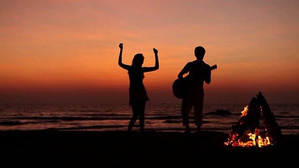 beach-camp-fire-camping-crush-Favim.com-4771484